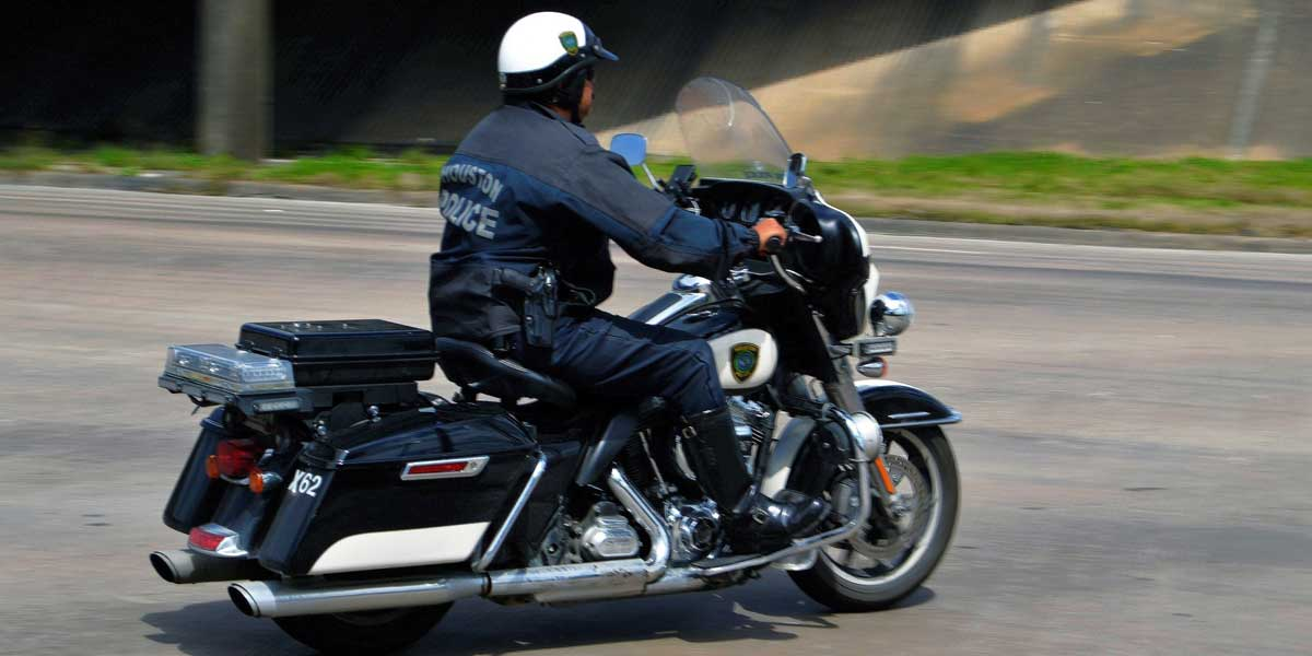 Police officer on a motorcycle for Traffic Court on the Archangel Law Group website homepage